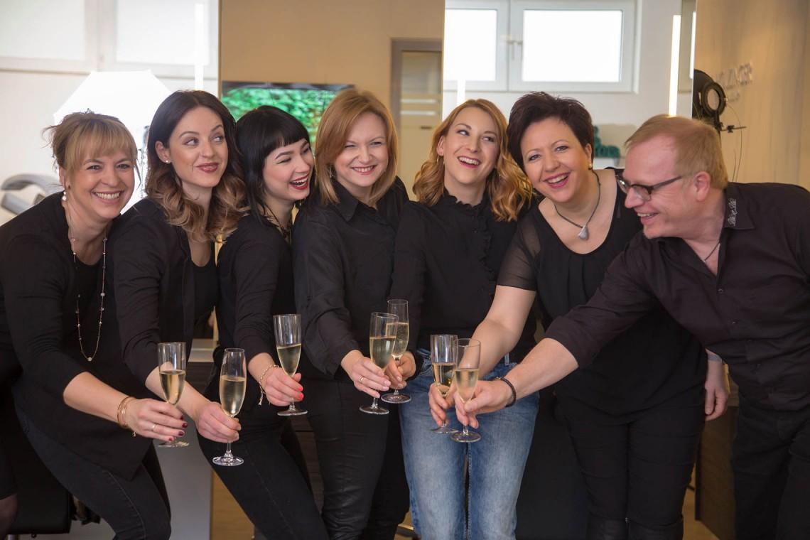 Friseur-Oestringen-Team-Sekt